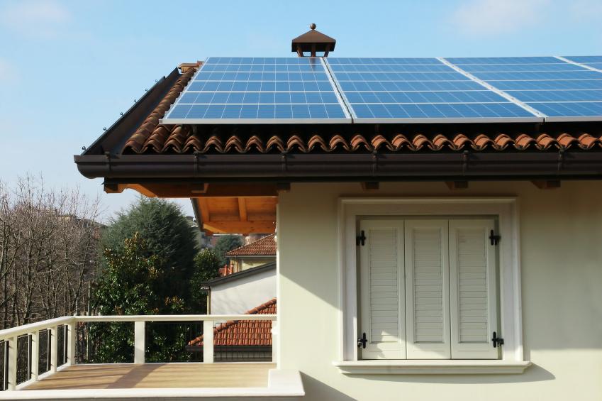 Pannelli fotovoltaici su tetto villa